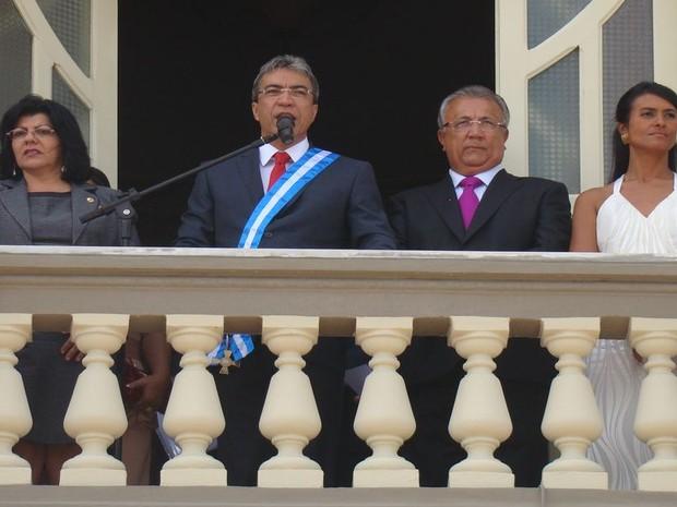 Déda é reempossado Governador de Sergipe ao lado do seu vice Jackson Barreto e da presidente da Assembleia Legislativa de Sergipe Angélica Guimarães (PSC) (Foto: Flavio Antunes/ G1)