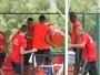 Com banho de gelo, atletas do Sport festejam convocação de Diego Souza
