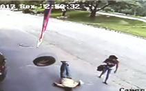 Pneu atinge homem em calçada em MG