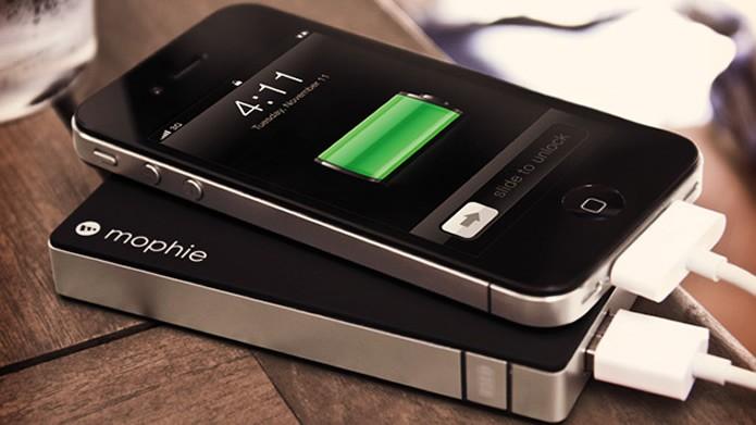 Baterias portáteis têm sido uma boa solução para recarregar smartphones (Foto: Reprodução/Flirck - Headlines & Heroes)
