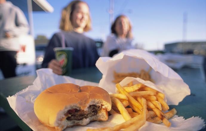EuAtleta - batata frita hambúrguer sódio na alimentação (Foto: Getty Images)