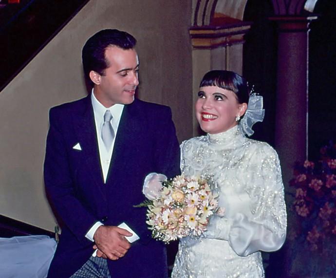 Tony Ramos, em cena de casamento, ao lado de Regina Duarte (Foto: Nelson Di Rago / TV Globo)