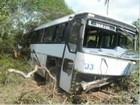 Ônibus com trabalhadores cai em ribanceira e deixa feridos na Bahia