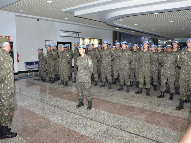 Militares foram recebidos em Porto Alegre pelo comandante da 8ª Brigada de Infantaria Motorizada (Foto: Sgt Abrante, divulgação/Comando Militar do Sul)