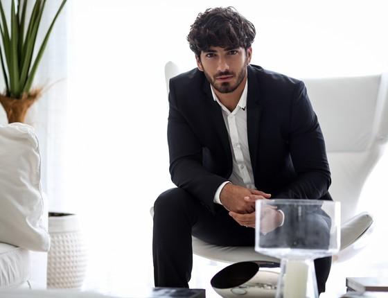 Esse é o segundo espetáculo que Hugo Moura faz e o ator sonha em fazer novelas  (Foto: Divulgação)