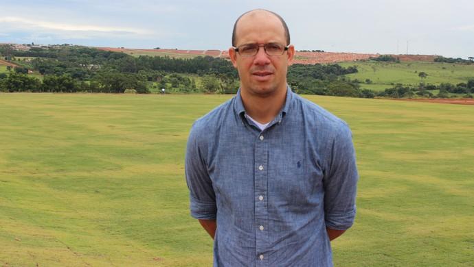 Rogério Corrêa - diretor de futebol da Anapolina (Foto: Fernando Vasconcelos / Globoesporte.com)