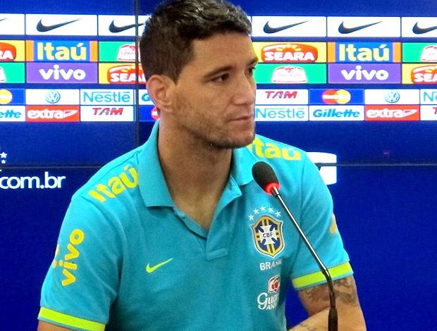 Thiago Neves na coletiva da Seleção (Foto: Rodrigo Faber / Globoesporte.com)