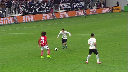 Após susto, Inter se adapta e cresce na hora certa para eliminar Timão; análise