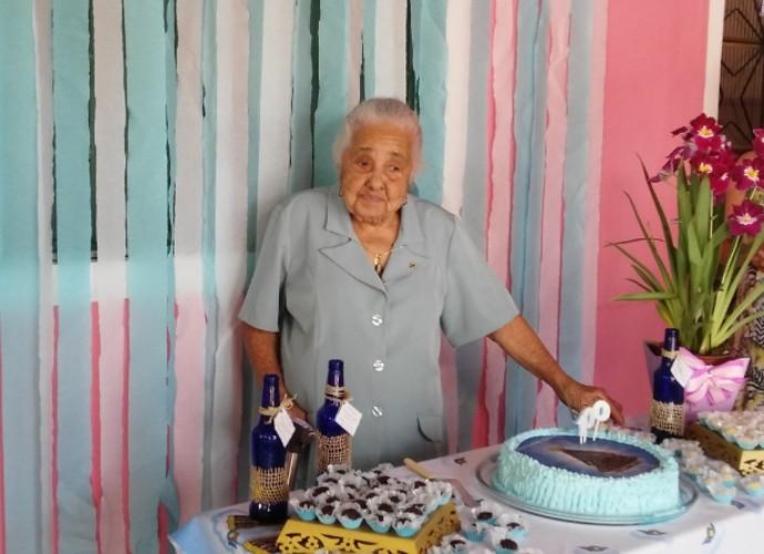 Dona Maria das Dores adora lembrar o passado (Foto: Rio Sul Revista)