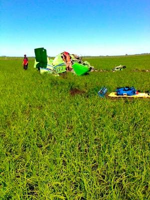 Um avião agrícola caiu em Santa Vitória do Palmar por volta das 9h desta segunda-feira (Foto: SAMU/Santa Vitória do Palmar)
