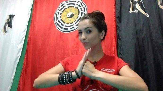 Thalita mostra a prática do Pa Kua (Foto: RBS TV/Divulgação )
