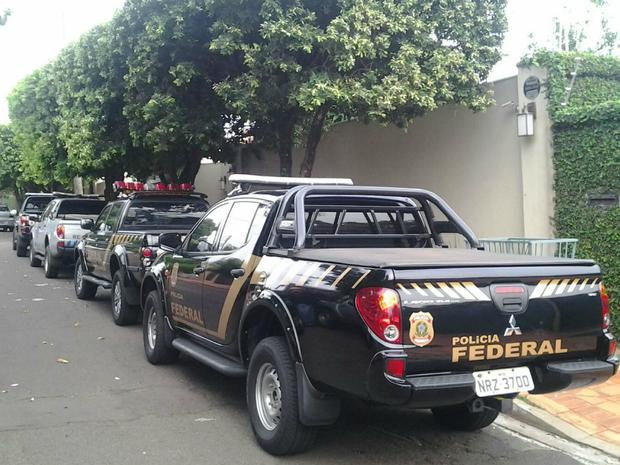 Polícia Federal cumpre mandado de busca e apreensão na casa de pecuarista em Campo Grande (Foto: Marcos Ribeiro/ TV Morena)