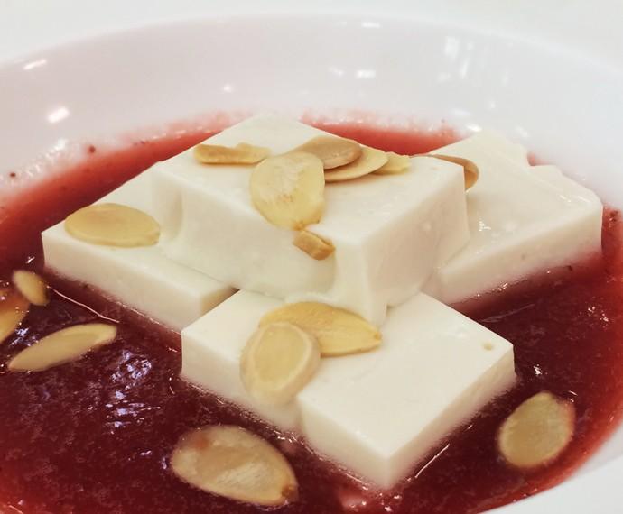 Panna Cotta com calda de morango (Foto: Mais Você / Gshow)