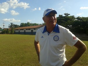 Carlos Magno no treino do Interporto (Foto: Vilma Nascimento/GloboEsporte.com)