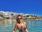 Renata D'Ávila posa de maiô em praia na Grécia: 'Do jeito que eu gosto'
