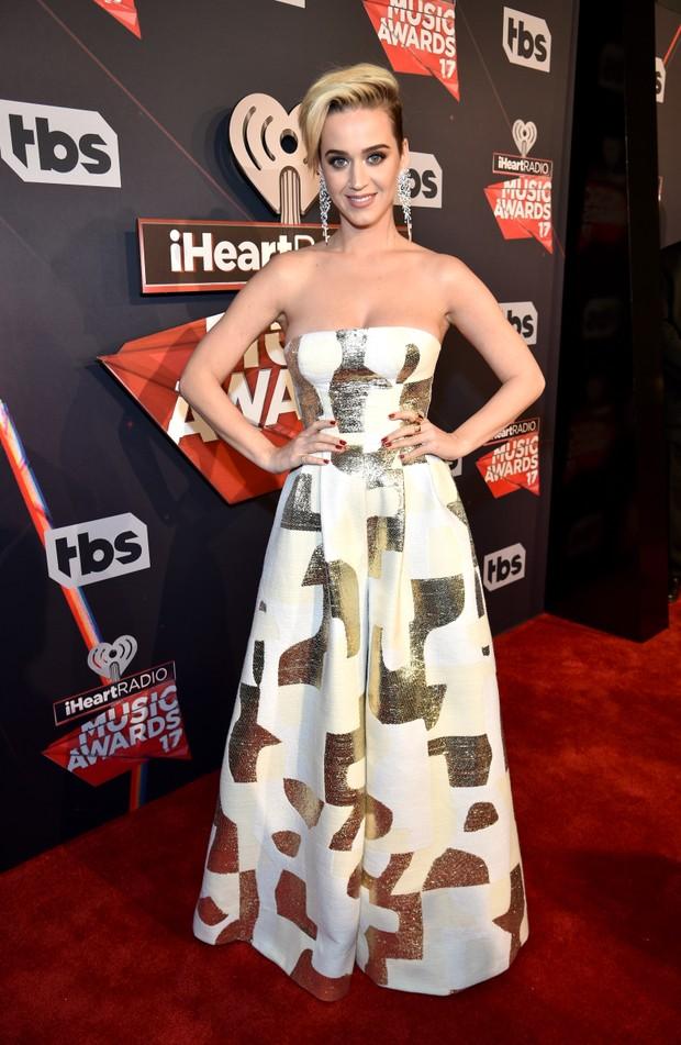 Katy Perry aparece com os cabelos bem curtinhos em evento (Foto: Getty)