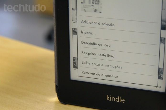Livro sendo removido da biblioteca do Kindle Paperwhite (Foto: Isadora Díaz/TechTudo)