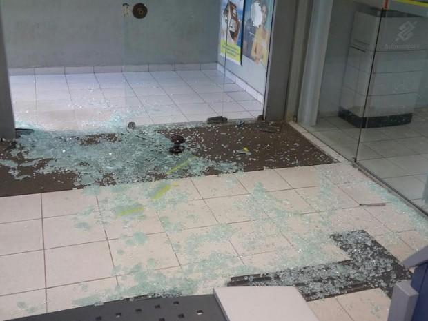 Agência bancária alvo de criminosos em Tupanatinga (Foto: Divulgação/ Polícia Militar)