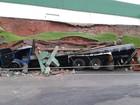 Muro desaba em cima de caminhão após chuva forte em Itatiba