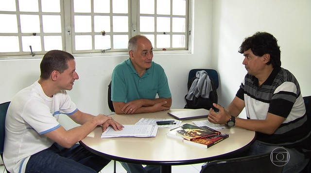 Altino Melo conversa com equipe de campanha na sede do partido