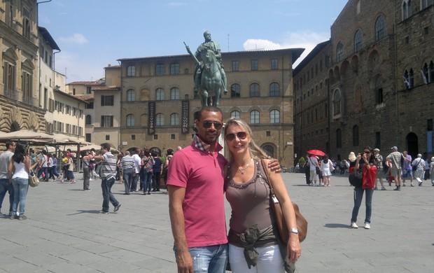 Zé Maria, ex-jogador da Portuguesa, com a esposa em Firenze (Foto: Arquivo Pessoal)