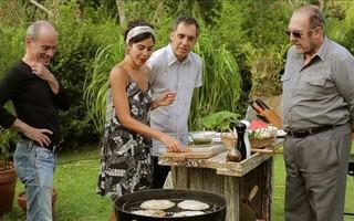 Churrasco vegetariano e com melancia: Bela Gil recebe Arnaldo Antunes, Ney Matogrosso e Miele  (Foto: Reprodução do Instagram)