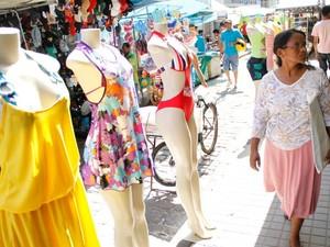 O comércio popular da Grande Belém continua garantindo os preços mais baixos da moda praia em 2015, garante pesquisa do Dieese divulgada nesta terça (30). (Foto: Camila Lima/O Liberal)