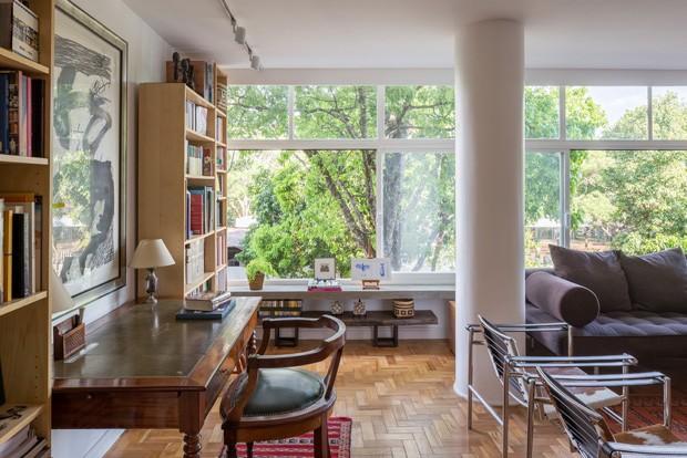 Mobiliário francês decora apartamento modernista em Brasília (Foto: Haruo Mikami/Divulgação)