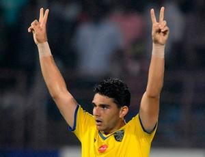 Pedro Gusmão em ação pelo Kerala Blasters (Foto: Indian Super League)