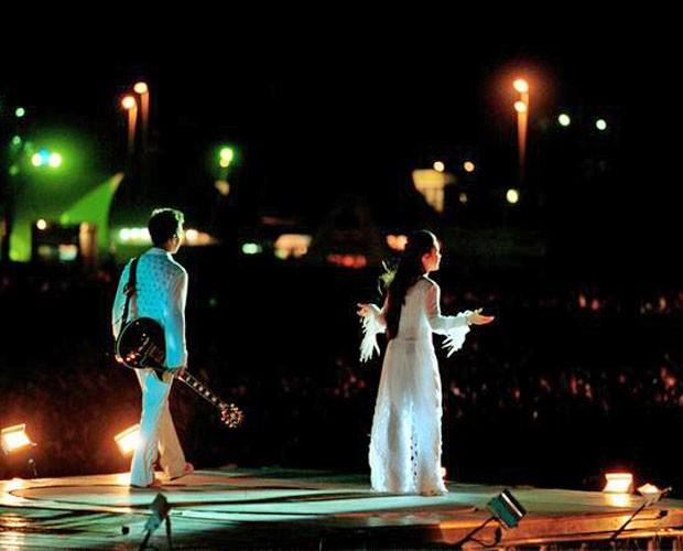Sandy se apresentando no Rock in Rio com o irmão Junior, em 2001 (Foto: Divulgação)