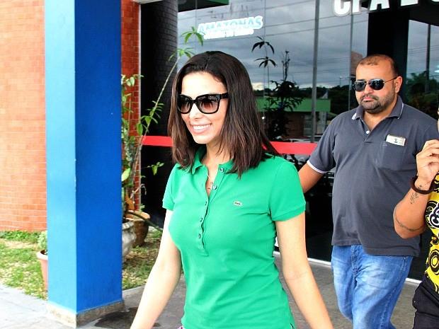 Marcelaine saiu da Delegacia Especializada em Homicídios e Sequestros (DEHS) na tarde deste sábado (27) (Foto: Indiara Bessa/G1 AM)