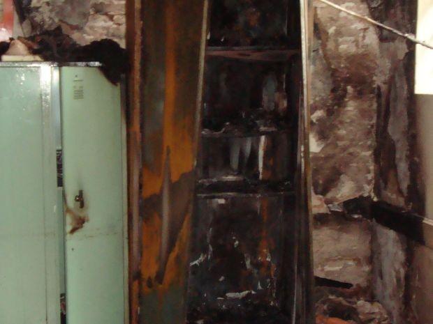 Armários das salas de aula, com material escolar, foram os mais atingidos (Foto: Divulgação/Arquivo Pessoal)