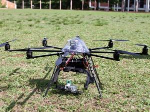 Microcóptero utilizado pela equipe da USP para pesquisa em São Carlos (Foto: Fernanda Vilela/Divulgação USP)