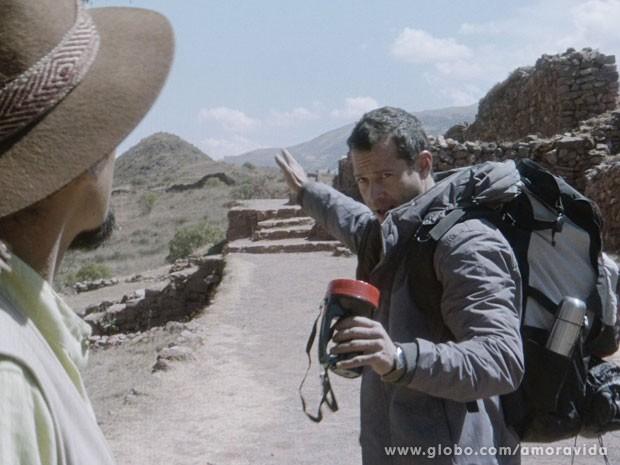 Bruno segue a trilha inca (Foto: Amor à Vida/ TV Globo)