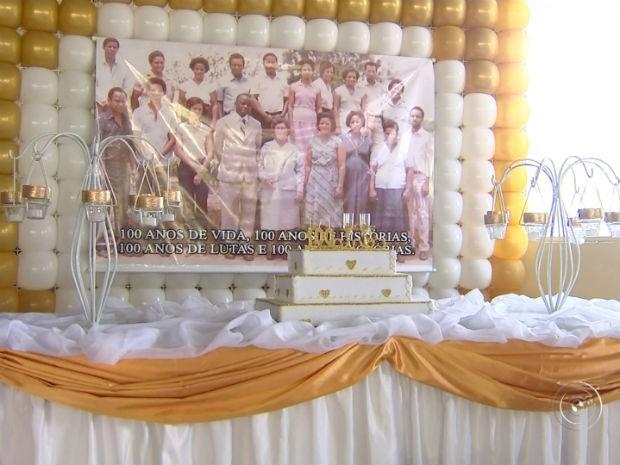 Idosa reúne mais de 250 parentes para comemorar centenário (Foto: Reprodução/ TV TEM)