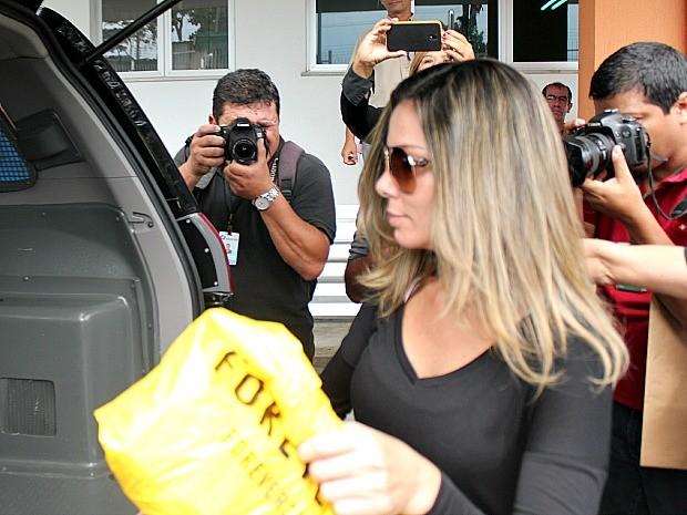 Socialite foi presa após desembarcar em Manaus (Foto: Jamile Alves/G1 AM)