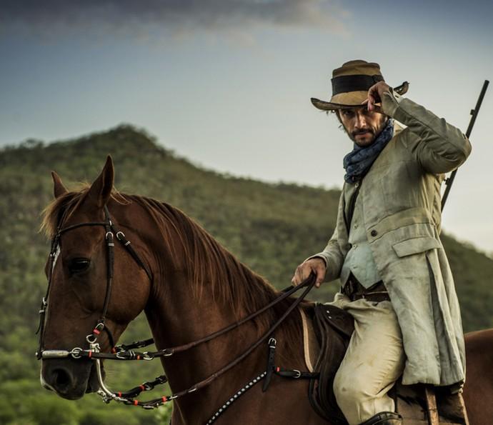 Rodrigo Santoto está de volta às novelas em Velho Chico e já grava na pele do novo personagem (Foto: Sergio Zalis/ Globo)