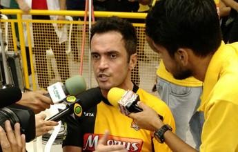 Exausto após decisão, Falcão lamenta erros do Sorocaba e elogia Corinthians