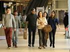 Fátima Bernardes e William Bonner vão a shopping com a família