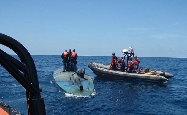 Submarino carregado com drogas é interceptado pela Guarda Costeira americana em 2009 na costa do Pacífico
