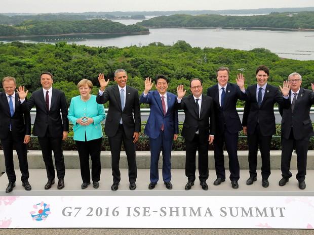 Líderes do G7 posam para foto ofocial nesta quinta (26). Da esq. para dir.: Donald Tusk, Matteo Renzi, Angela Merkel, Barack Obama, Shinzo Abe, François Hollande, David Cameron, Justin Trudeau e Jean-Claude Juncker (Foto: Reuters)