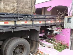 Ninguém ficou ferido no acidente (Foto: Éloi Mattos/Blog do Elói)