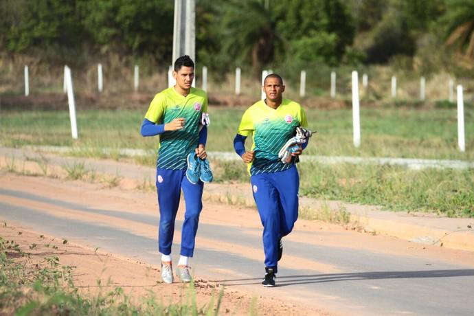 Tiago Cardoso e Jefferson Náutico (Foto: Marlon Costa/ Pernambuco Press)