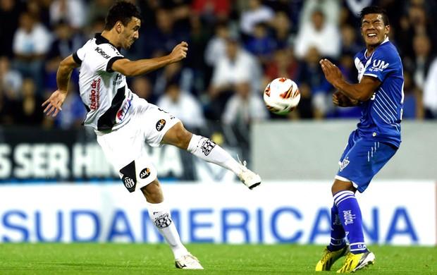 Uendel Vélez e Ponte Preta (Foto: Agência Reuters)
