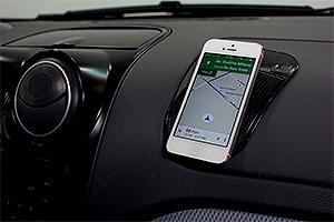 Suporte de celular com adesivo (Foto: Autoesporte)