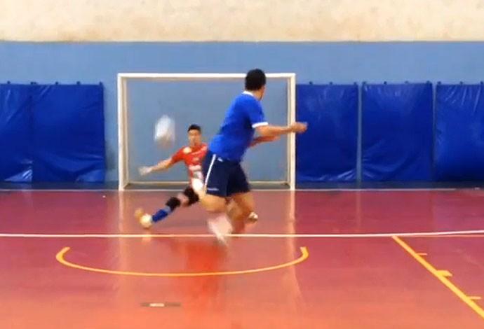FRAME Falcão gol de lambreta futsal (Foto: Reprodução / Instagran)