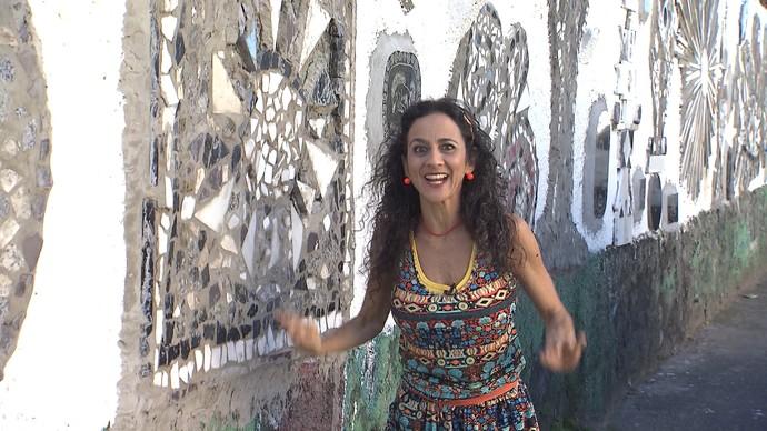 Maria Menezes procura personagens pitorescos no bairro de São Caetano (Foto: TV Bahia)