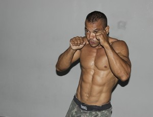 Oséas treina forte para a luta da 24ª edição do Wocs. (Foto: Valdivan Veloso / Globoesporte.com)