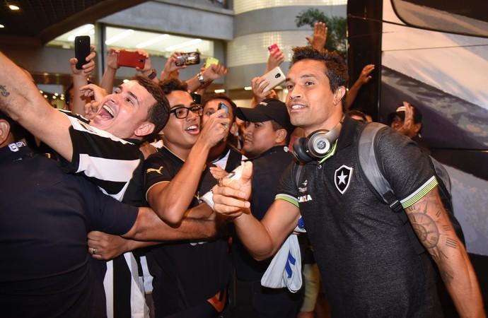 Dudu Cearense Botafogo desembarque (Foto: André Durão)