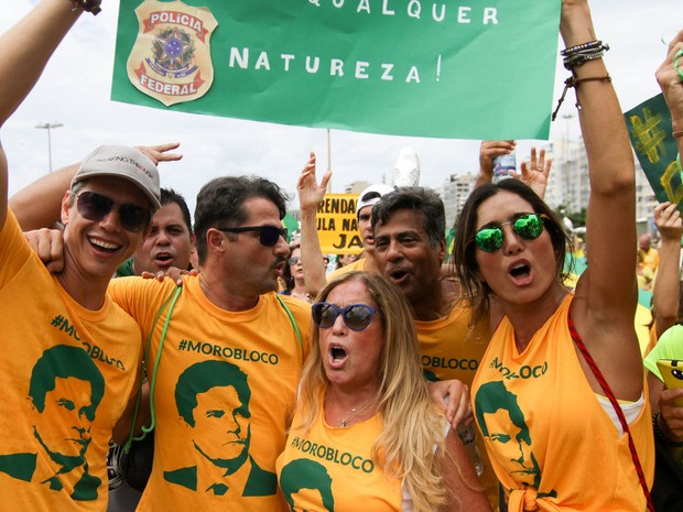 RIO: Marcio Garcia, Susana Vieira e Marcelo Serrado durante protesto contra a presidente Dilma Rousseff e o ex presidente Luiz Inácio Lula da Silva neste domingo (13) em Copacabana  (Foto: Luciano Belford/FramePhoto/Estadão Conteúdo)